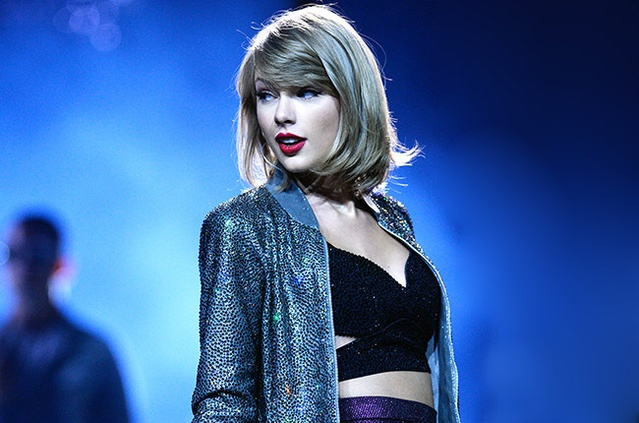 taylor-swift-1989-tour-red-lipstick-2015-billboard-650