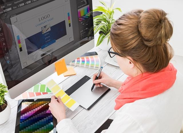 graphic-designer-istock-516728032