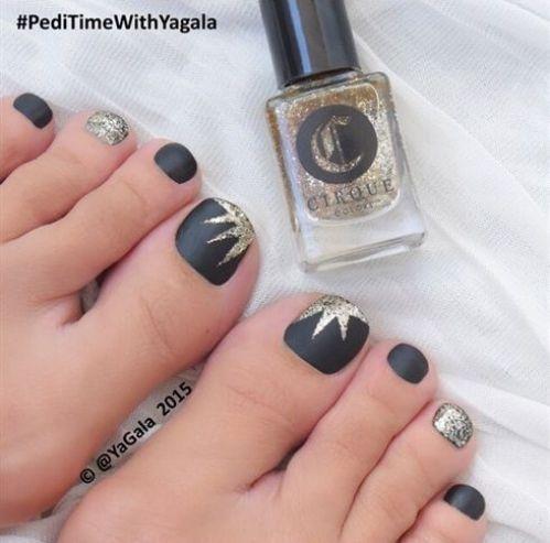 unas-de-pies-negras-1