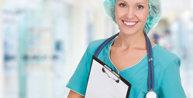 enfermeras-cuidado-a-pacientes-en-post-operatorio-cirugia-de-septorrinopla_dlDpyN2